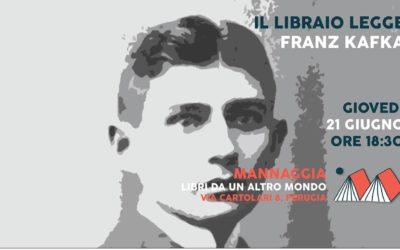 Il libraio legge Franz Kafka